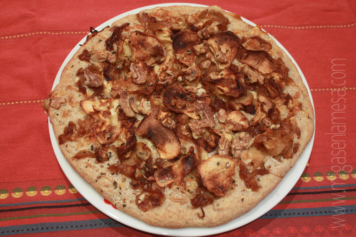 Pizza cebolla manzana nueces 1